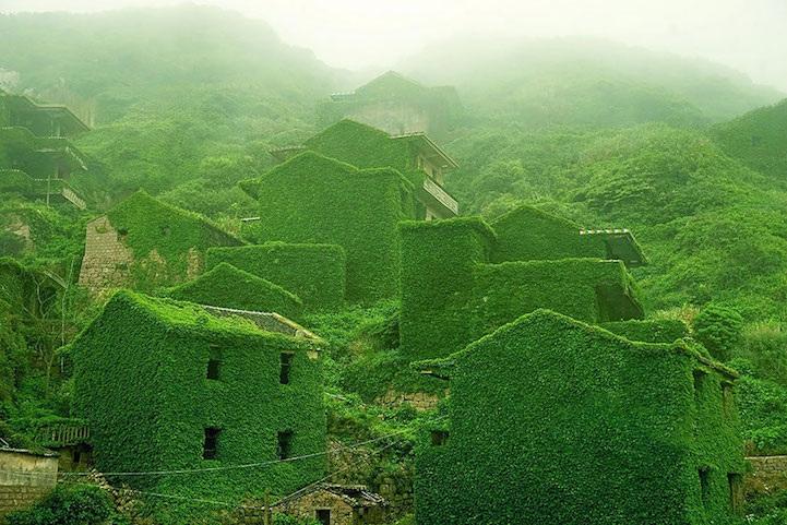 Foto surreali di luoghi abbandonati
