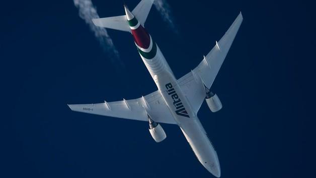 """""""Hello from the sky"""": il selfie dei piloti Alitalia ricambia lo scatto di un appassionato polacco"""