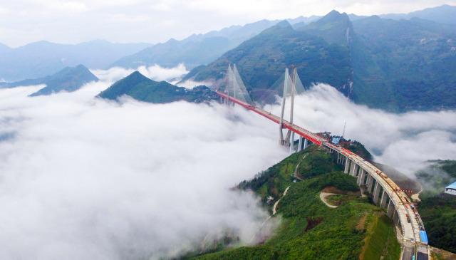 Il ponte più alto del mondo è in Cina: le foto spettacolari