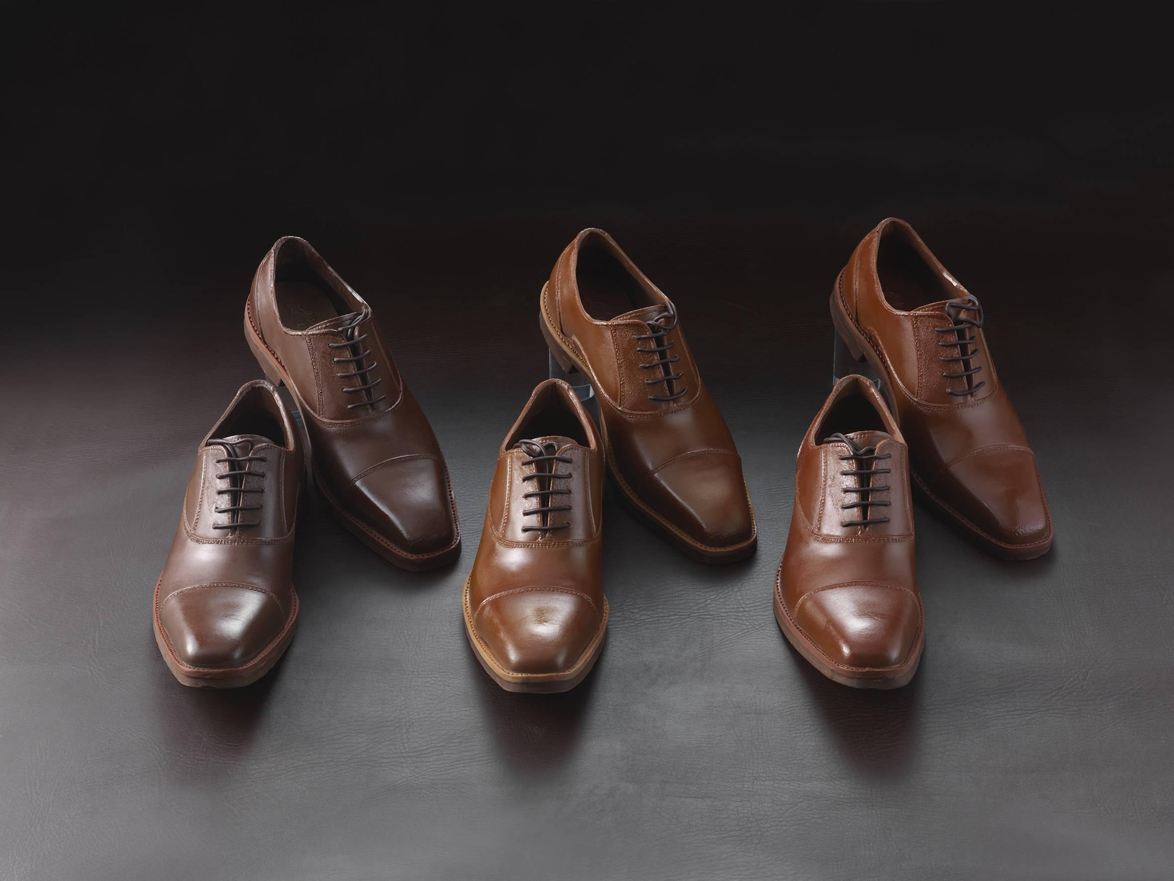 Vere scarpe? No, sono fatte di cioccolata: l'incredibile realismo di un pasticcere