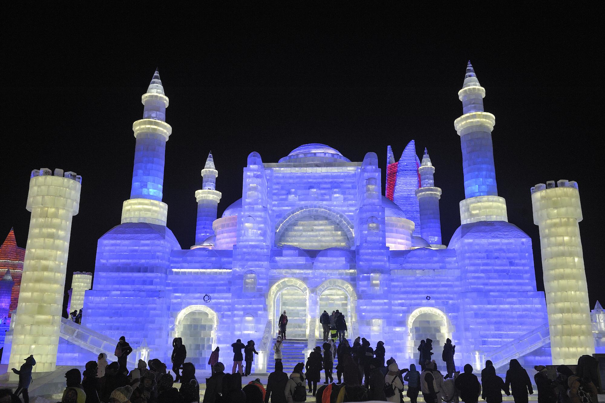 Harbin, la città cinese fatta solo di ghiaccio