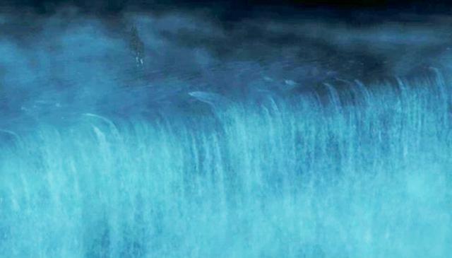 Questa cascata sottomarina è grande quanto 500 milioni di cascate del Niagara