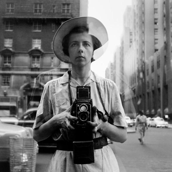 Tata di mestiere, fotografa per vocazione. La street photography di Vivian Maier in mostra a Roma