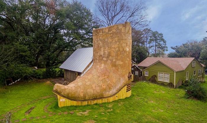 Una folle mini casa a forma di stivale, la trovate in Texas