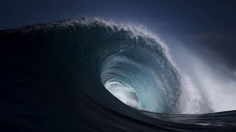 La perfezione irraggiungibile delle onde dell'oceano, in un video