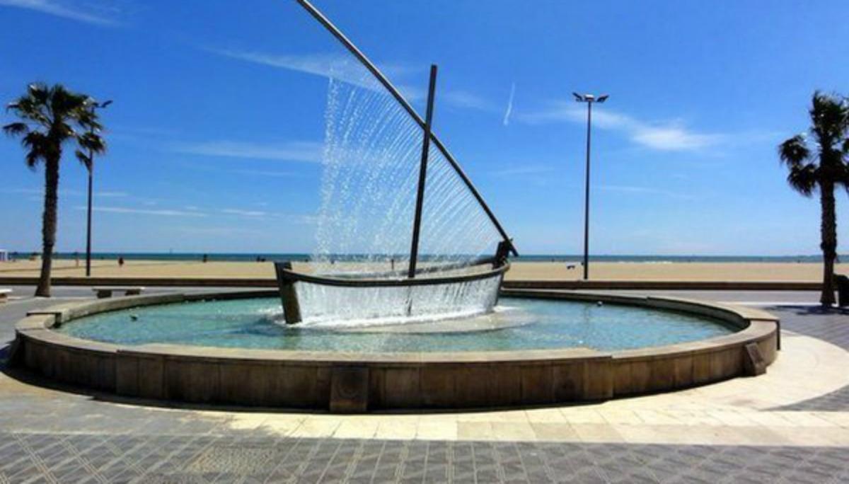 La barca a vela fatta d'acqua è una delle più belle fontane d'Europa