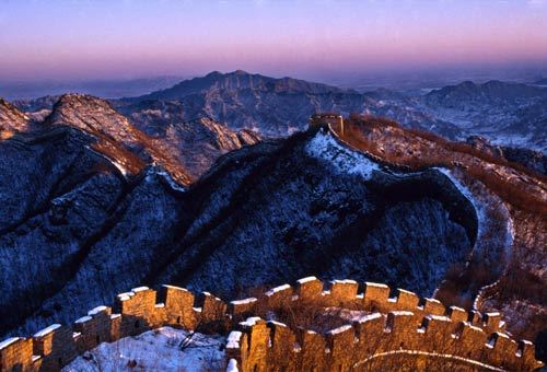 Lo spettacolo della Grande Muraglia Cinese vista dal drone