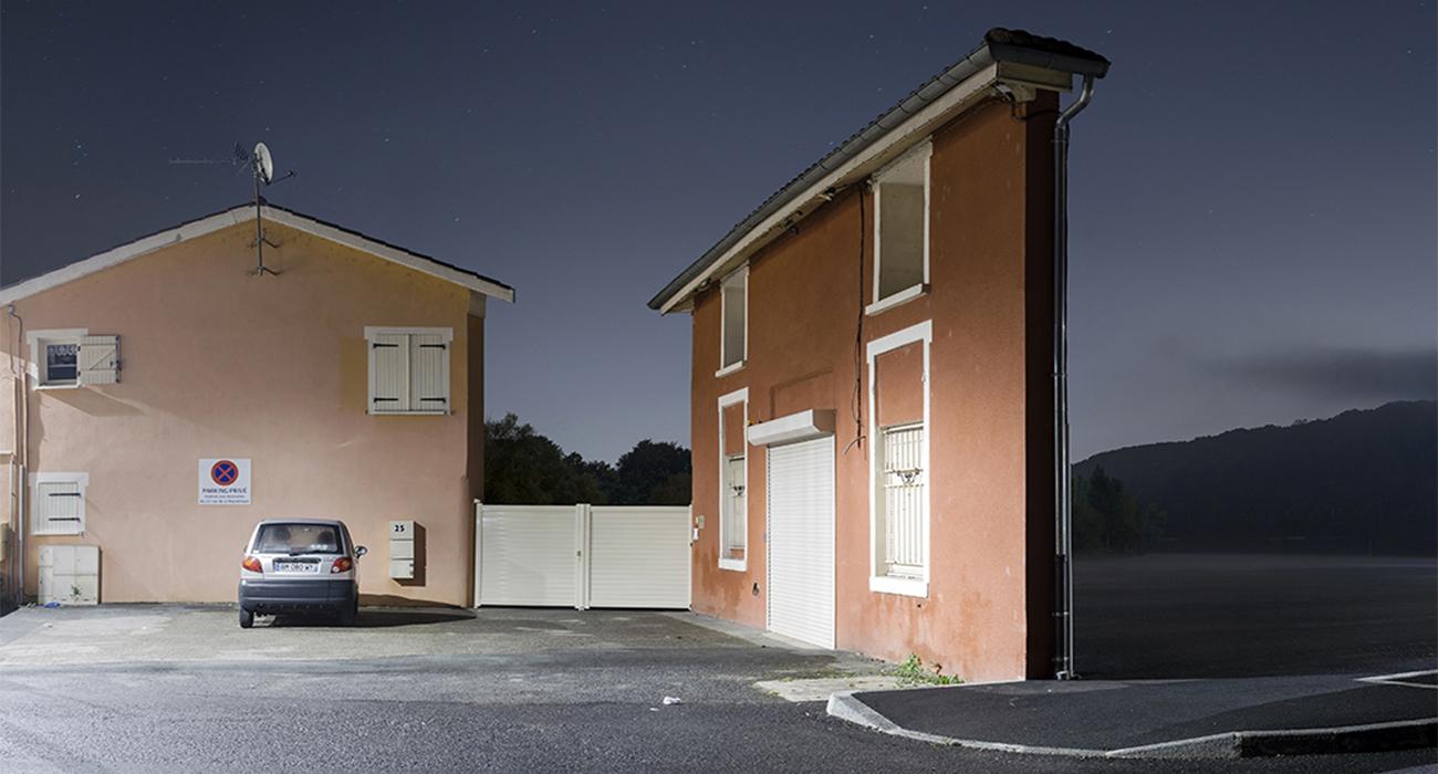 Zacharie Gaudrillot-Roy fotografa le case fatte solo di facciate