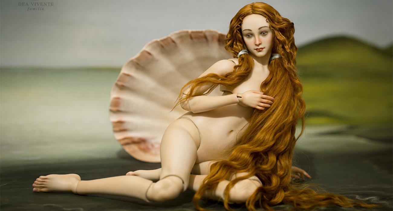 La Venere di Botticelli si è trasformata in una action figure di pura bellezza