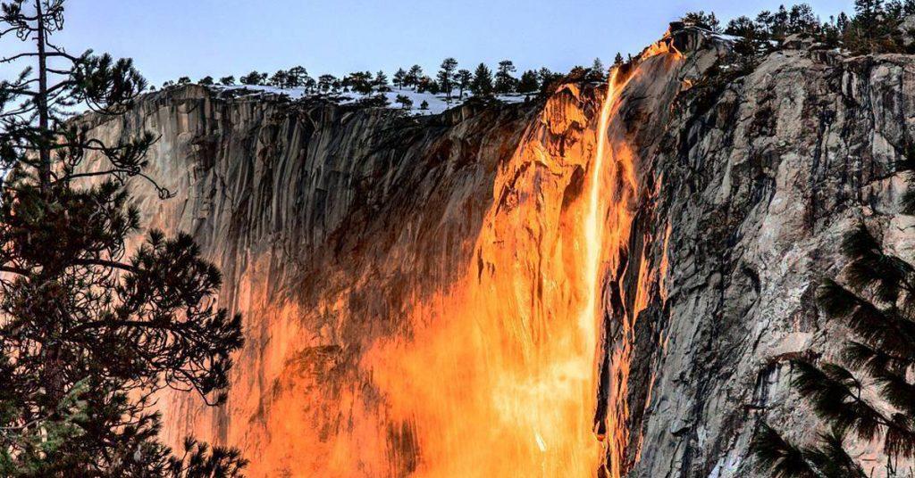 La cascata di fuoco dello Yosemite National Park